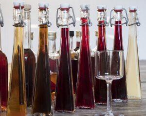 likoere-flaschen-verschieden